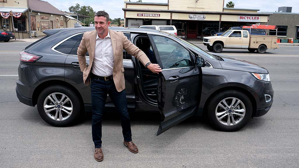 Rep. Duncan Hunter arrives at Ramona Mainstage about 20 minutes late, but audience was shown several videos.