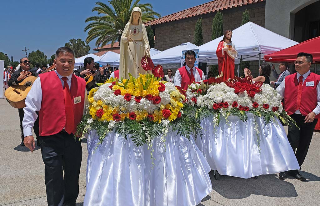 Statues of Jesus and Mary were at the head of a procession to a festival, which included food and entertainment.