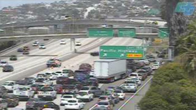 Suicidal Man on Freeway Bridge Closes Northbound Interstate