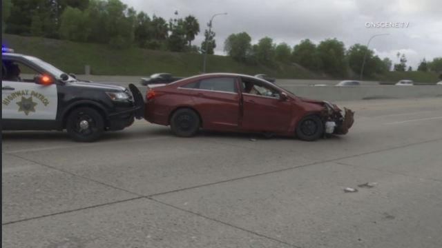 Verdächtiger Führt Polizei auf 120 km / h Jagen, Bevor es Abstürzt und Hingabe auf der I-15