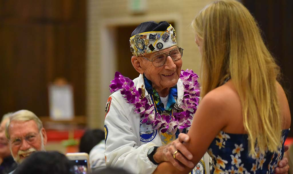 Pearl Harbor survivor Stu Hedley thanks Trinity Hanson,