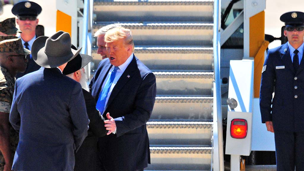 President Trump chats with Rabbi Goldstein at Miramar.