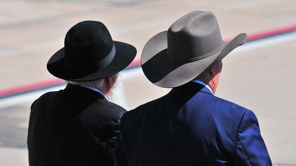 Sporting their favorite hats, Rabbi Yisroel Goldstein and Poway Mayor Steve Vaus head to join welcoming party.