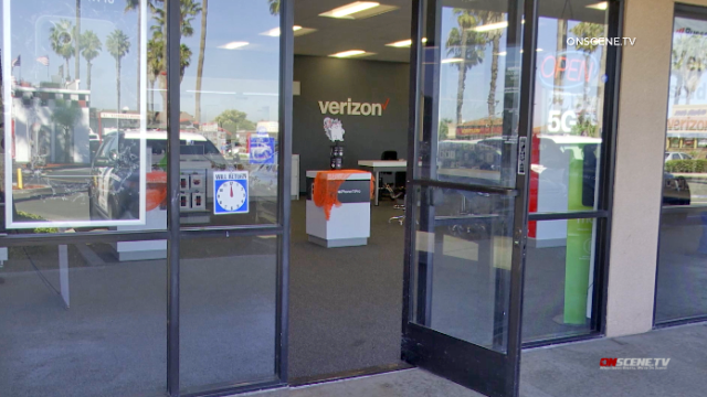 Clerk gave up several mobile phones to robber at this Verizon store.