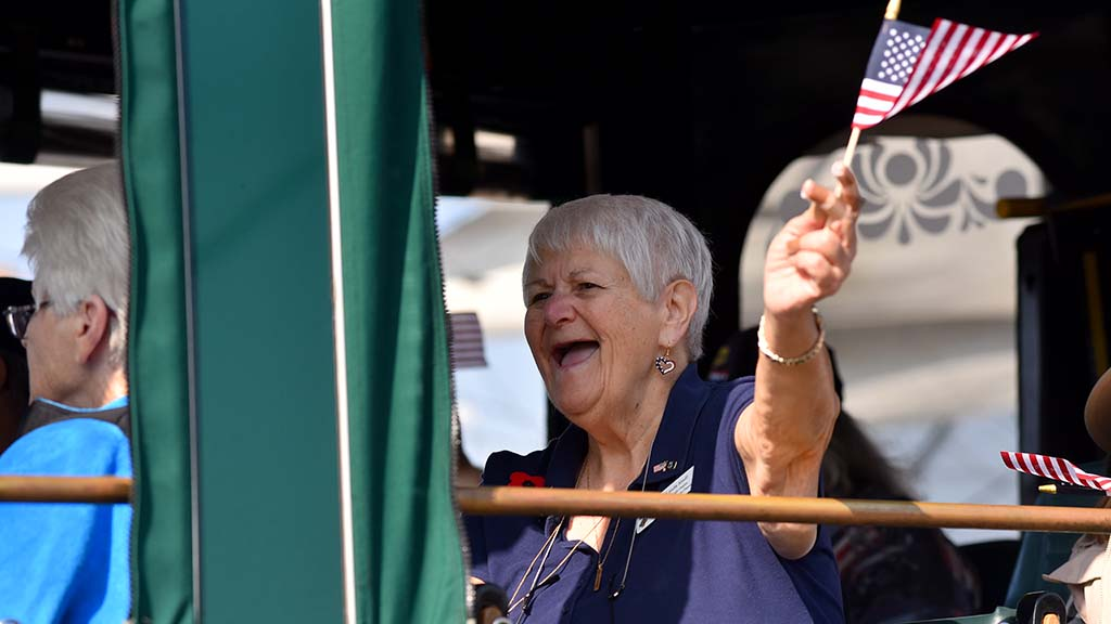 A member of the Distinguished Flying Cross Society waved to spectators.