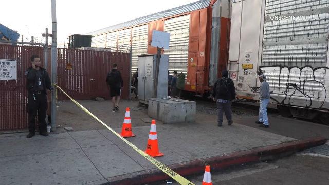 Τρένο Εκτροχιασμού Snarls Κυκλοφορίας κατά Μήκος Harbor Drive στο Barrio Logan
