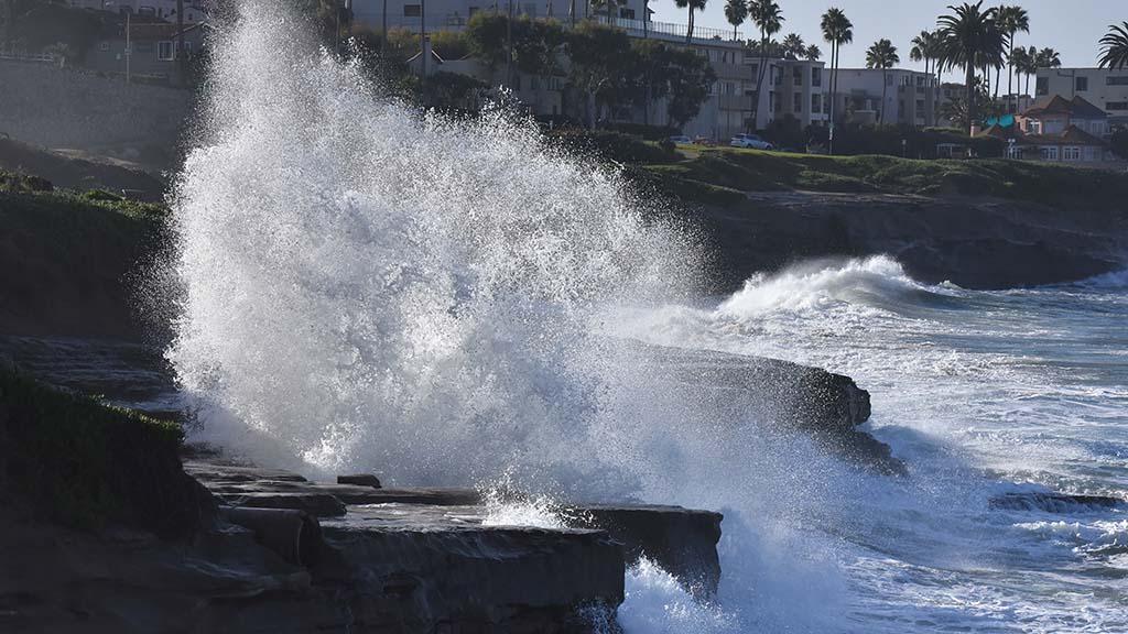 King tide waves crash into shore at La Jolla.