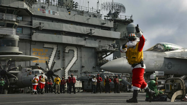 """Santa"" directs flight operations aboard the USS Abraham Lincoln"