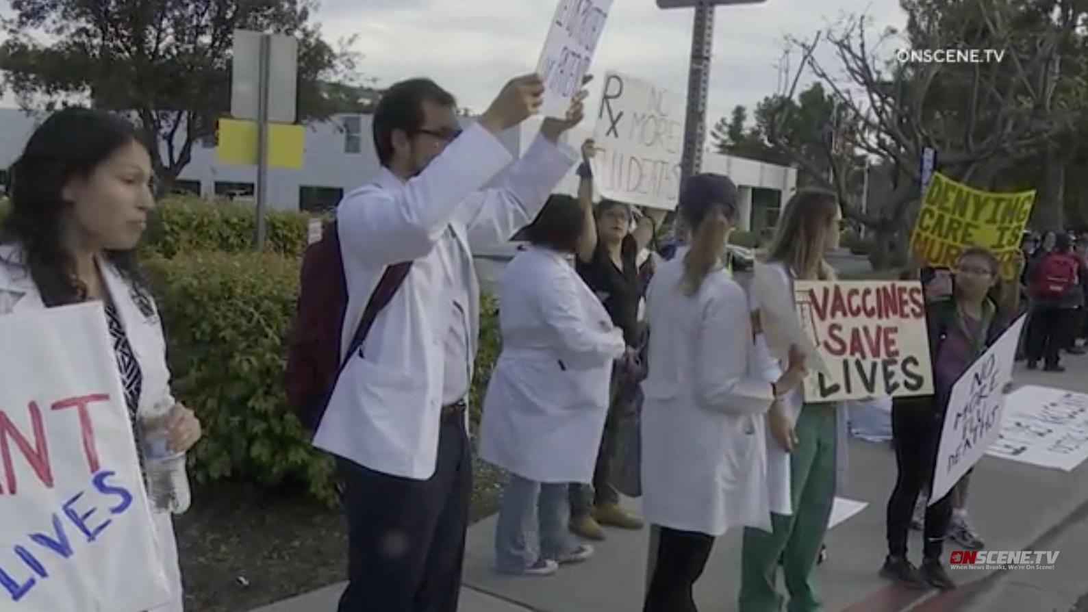 Sechs Verhaftet, Während Der Arzt Protest Bei Der Border Patrol Station Chula Vista