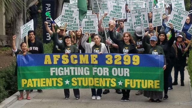UCシステムに達するとの契約の三分の一AFSCME3299労働者
