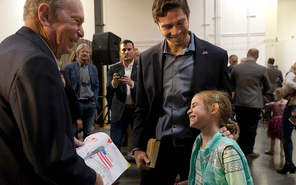 Jade Nahama, 7, shares a picture she drew for presidential candidate Mike Bloomberg as her father, Justin Nahama, looks on.