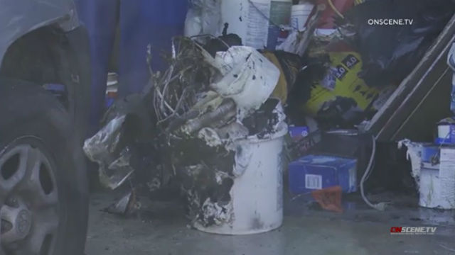 Zwei Bewohner, Pet Vertriebenen Garage Feuer in Mira Mesa zu Hause