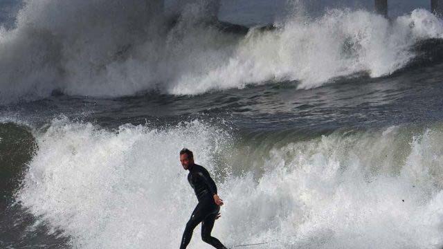 Υψηλό Surf και Πάλι τις Δυνάμεις Κλείσιμο του Ocean Beach Pier με 10-Πόδι Πρήζεται Αναμένεται