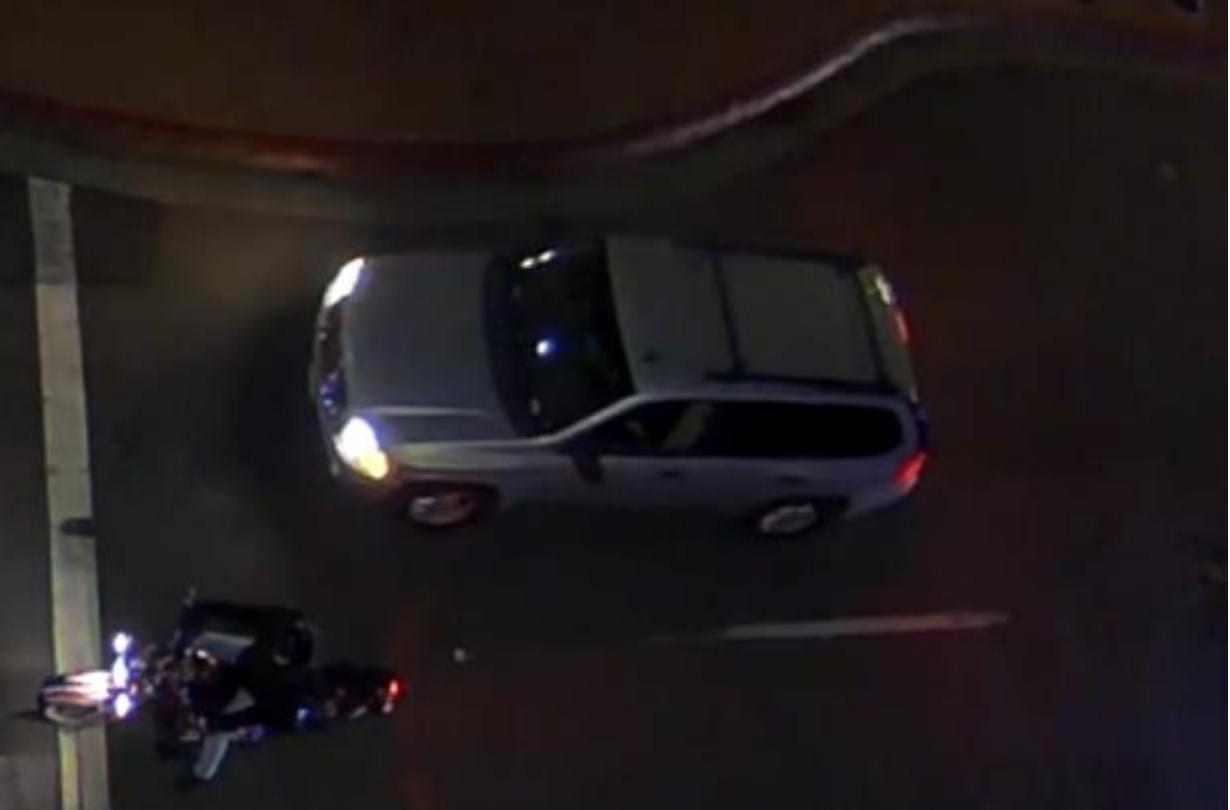警察へのIDをドライバーのSUVに関わる致命的なシャーマンハイツのヒット走行