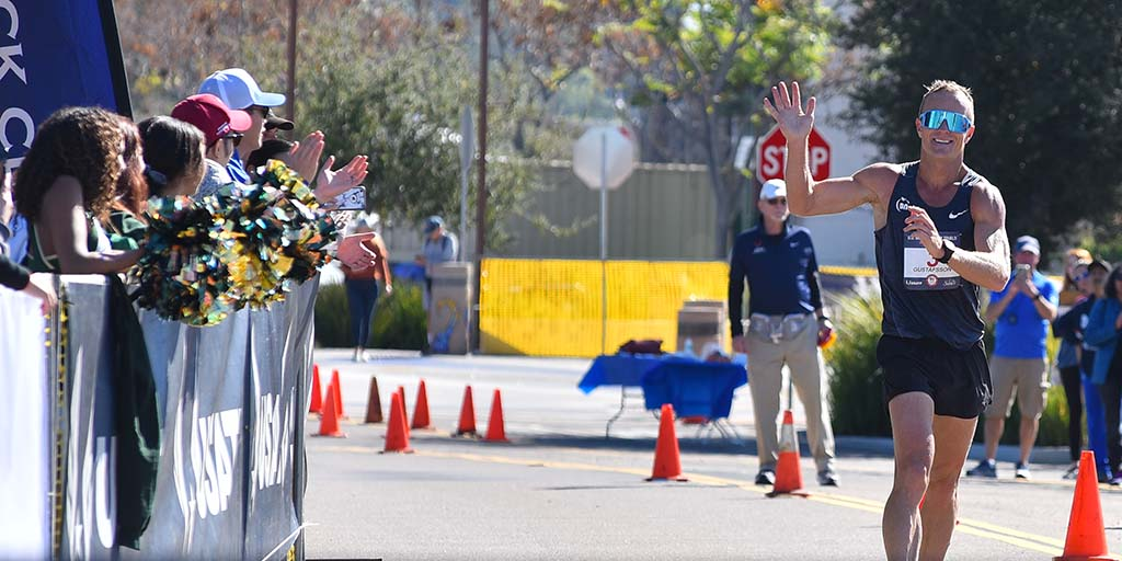 Andreas Gustafsson salutes family and friends as he nears finish line and Olympic Trials 50K title.
