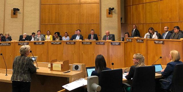 サンディエゴ市議会議開始を予測立法過程