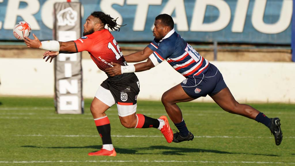 Ma'a Nonu catches the ball on the tips of his fingers in the first half of the match.