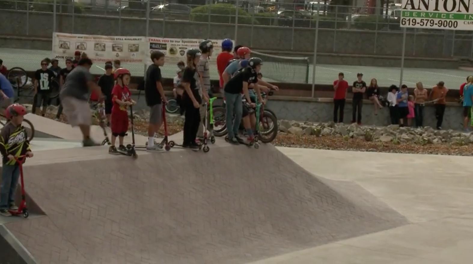 Gesetzgeber Führt Bill zu einem Schild Kommunen von der Skate-Park in der Haftung