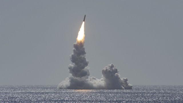 Marine Startet Nukleare Rakete von U-Boot-Kreuzfahrt Ab San Diego