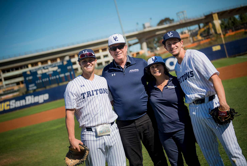 UCSD Απόφοιτος Δώρο $2M για να Βοηθήσει τον Μελετητή-αθλητές και Βαθμούς