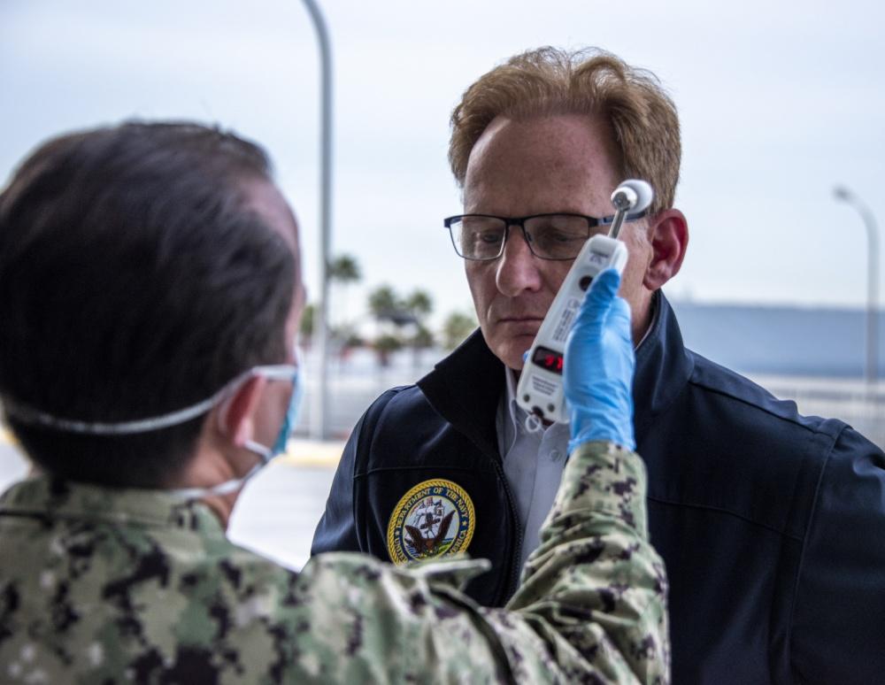 Ενεργεί Ναυτικού Γραμματέας ζητά συγγνώμη για την Κλήση USS Roosevelt Καπετάνιος