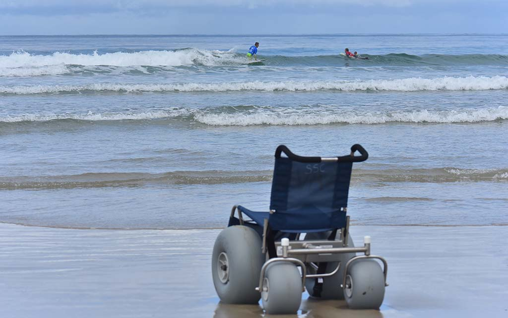 While para-surfers are carried by waves, wheelchairs can wait.