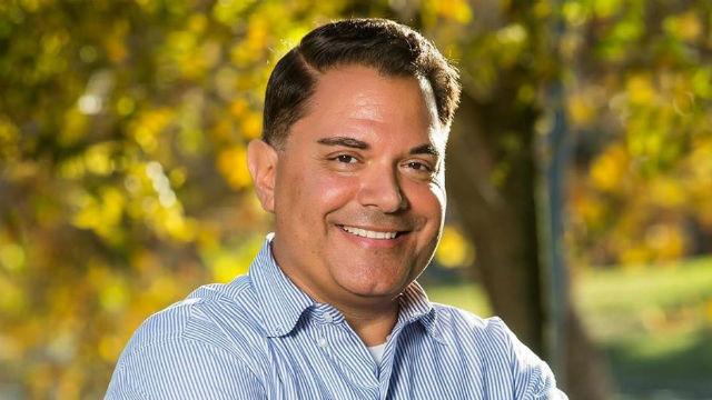 Chula Vista Stadtrat Steve Padilla Macht Stetige Fortschritte