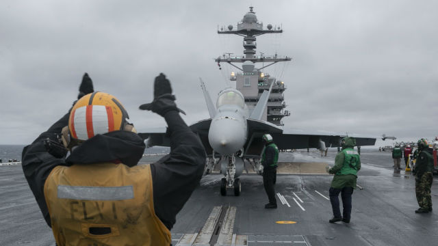 F/A-i8 Super Hornet prepares to launch