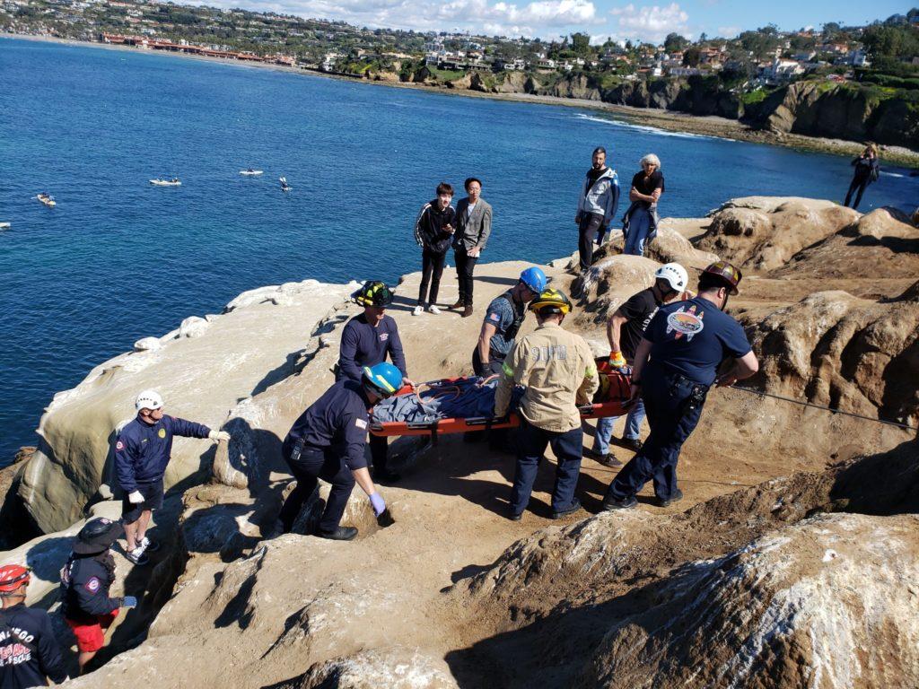 Τουρίστας που Τραυματίστηκε σε Πτώση από Το Clam' το Γκρεμό στο La Jolla Shores