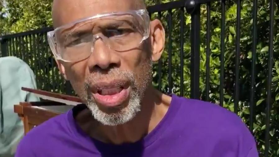 Kareem Abdul-Jabbar Spendet 900 Paare von Schutzbrillen zu Scripps Health
