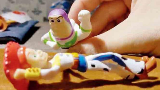 """""""Romeo and Juliette"""" acted by """"Toy Story"""" figures"""