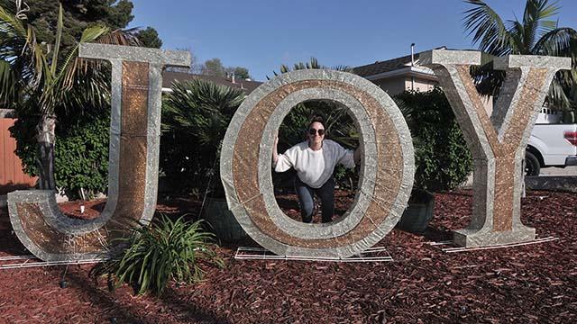 Menyebarkan Sukacita dan Cahaya: San Diegans, Hotel Menunjukkan Tengah-Tengah COVID Sakit
