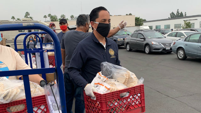 Todd Gloria hands out groceries in Oak Park