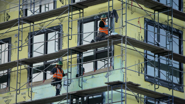 Workers building a housing development in West Oakland. Photo by Anne Wernikoff for CalMatters