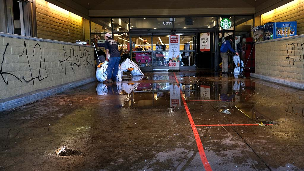 A Vons on La Mesa Boulevard in the La Mesa Springs Shopping Center was a site where looting and damage was committed by groups of young people after an afternoon of prote