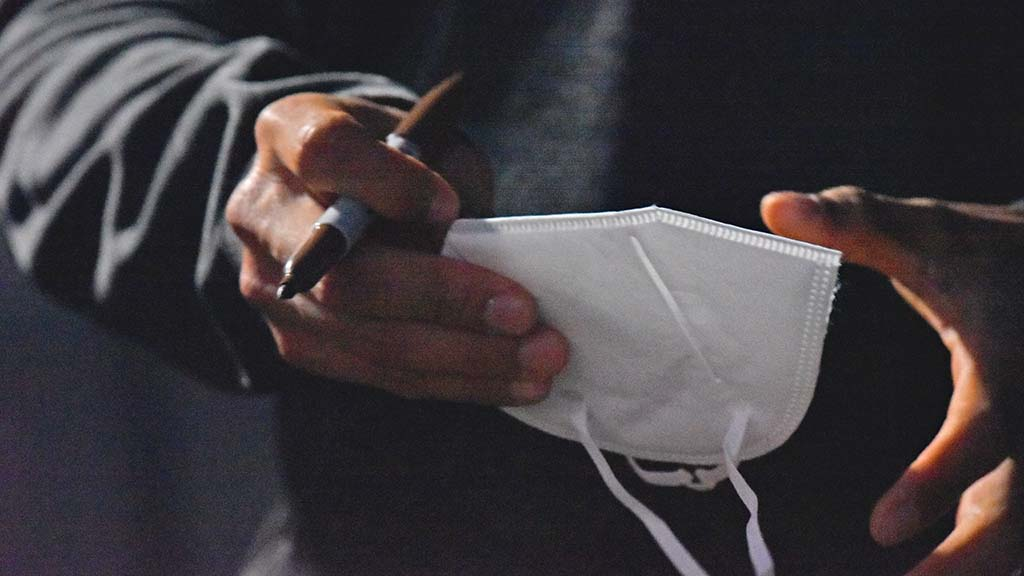 Participants were given kn95 masks and a marker to write down a word symbolizing their rejection of masks.