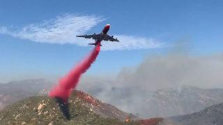Air tanker drops retardant