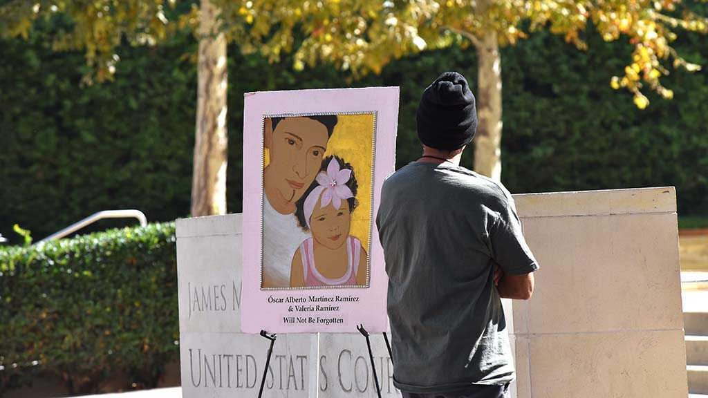 Óscar Alberto Martínez Ramírez, 25, and his 23-month-old daughter, Angie Valeria, who drowned while trying to cross from Mexico into Texas are portrayed in the painting that was displayed downtown.