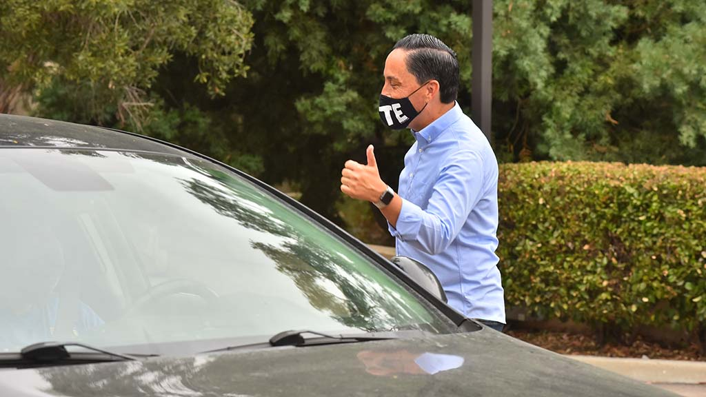 Mayoral candidate Assemblyman Todd Gloria gives a thumbs up to a volunteer stopping for canvassing material.
